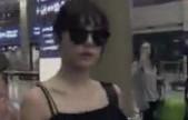 Tiffany结束海外行程清晨返韩 小露香肩性感迷人