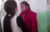 山西女生不给同学零花钱遭围殴 2分钟被扇40耳光