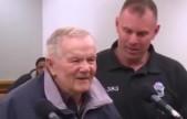 """即将90岁的爷爷超速了却被""""暖哭了"""" 网红法官竟这么判"""