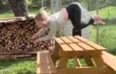 挪威女子喜欢四肢着地奔跑 还能跨越障碍物
