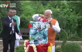 印度总理莫迪放飞蝴蝶大批彩蝶漫天飞舞