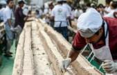 全球最长蛋糕6.5公里!印度做出世界最长蛋糕-人走1小时才能看完整个蛋糕