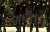 """炫酷!踩着轮滑抓罪犯巴基斯坦警察组建""""轮滑巡逻队"""""""