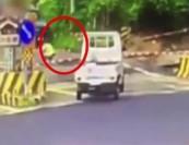 台湾:一女子卧轨自杀_刚趴下便遭火车碾压