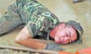 98年武汉洪水获救男婴18年后参加抗洪救援