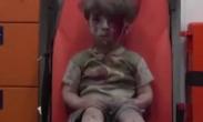 叙利亚5岁男童在空袭中死里逃生 迷茫眼神感动网友