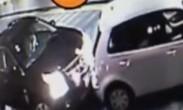 囧!女司机上坡溜车撞后车 史上最和谐处理发生了!