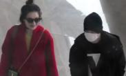 王宝强低调回京 获红衣女子热情搭讪