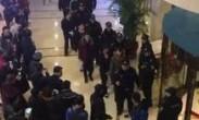 实拍北京警方查处3家涉黄俱乐部 数百人排队被带走