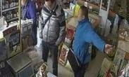 湖北黄冈食药监执法被曝强搬商品 自称依法抢劫