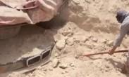 一男子探险误打误撞挖出汽车_古董级别宝马价值百万