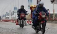 """跟拍680公里骑摩托车返乡大军 """"150元就能到家"""""""