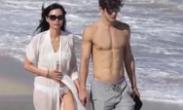 邓文迪与21岁男友度假被拍 阳台大秀完美好身材