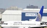 华人遭强行拖离飞机 美联航超额订票暴力赶客