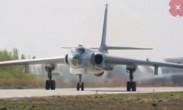 中国空军:飞行学员进行轰炸机单飞训练