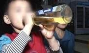 父亲培养网红儿子:5岁走钢丝6岁喝啤酒