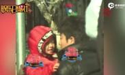 贾乃亮送甜馨上学场面感人 目送女儿偷抹眼角泪