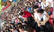 吴尊与neinei看世界杯 父女两大长腿气场超强
