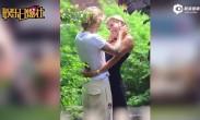 比伯与女友海莉捧脸亲吻 网友称这是在拍偶像剧吗?