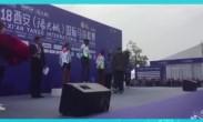 副市长李元向全马第三名埃塞俄比亚选手颁奖
