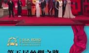 郭涛走过红地毯,他说这次来回更多的是学习和看片