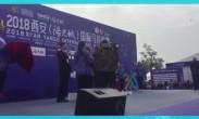 省体育局副局长向第二名摩洛哥选手颁奖