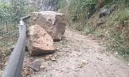 四川宜宾发生5.3级地震 现场碎石落满地