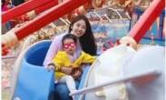 陈赫张子萱一家幸福游玩迪士尼_安安正脸曝光像爸爸