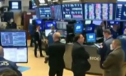 中美经贸摩擦_纽约股市三大股指大跌