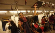 印度德里宣布女性乘地铁公交将免费 为保障女性出行安全