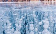 """漠河冰封湖面下现""""冰泡""""奇观 气体都被冻住了!"""