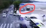 钱塘江潮水冲上路面冲跑车辆 监控记录可怕一幕