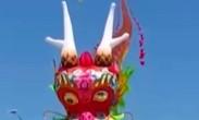 总长280米!山东潍坊放飞世界最大龙头蜈蚣风筝