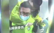 游客摔伤 医生背下999级台阶
