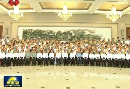 习近平在会见全国双拥模范代表时强调 坚持军地合力军民同心 全面提高双拥工作水平 李克强参加会见并在大会上讲话