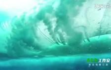 摄影师潜入水底拍冲浪 画面美得让人看呆!