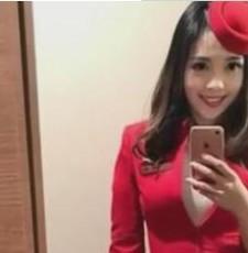 """""""亚洲最美空姐""""意外走红 乘客上传飞机上偷拍照片"""