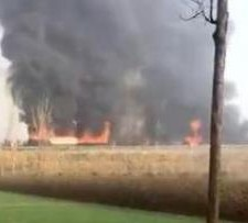 银高速高唐段突发团雾21车相撞2人身亡_现场惨烈16辆车起火燃烧