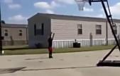 6岁女孩球技惊人!双手运球堪比NBA