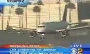 美国jetblue航空的一架空客320飞机,前轮成90度垂直于正常方向,紧急降落,人机安全