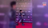 陈志朋新造型辣眼球,防雨塑料袋搭配超高鞋,网友:他开心就好
