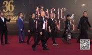 """直击36届香港电影金像奖 王晶携俩爆乳""""晶女郎""""走红毯"""